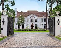 Land & Villa in Mumbai